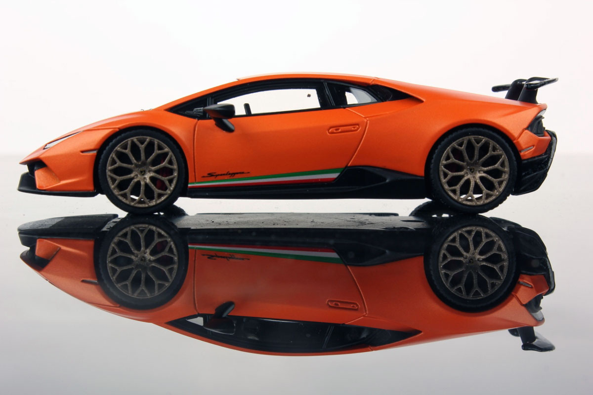 HURACAN PERFORMANTE: AT GENEVA MOTOR SHOW THE MODEL IN 1:43 BY ...