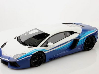 Lamborghini Aventador LP700-4_02