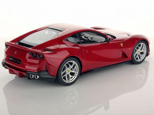 Ferrari 812 Superfast 1:18