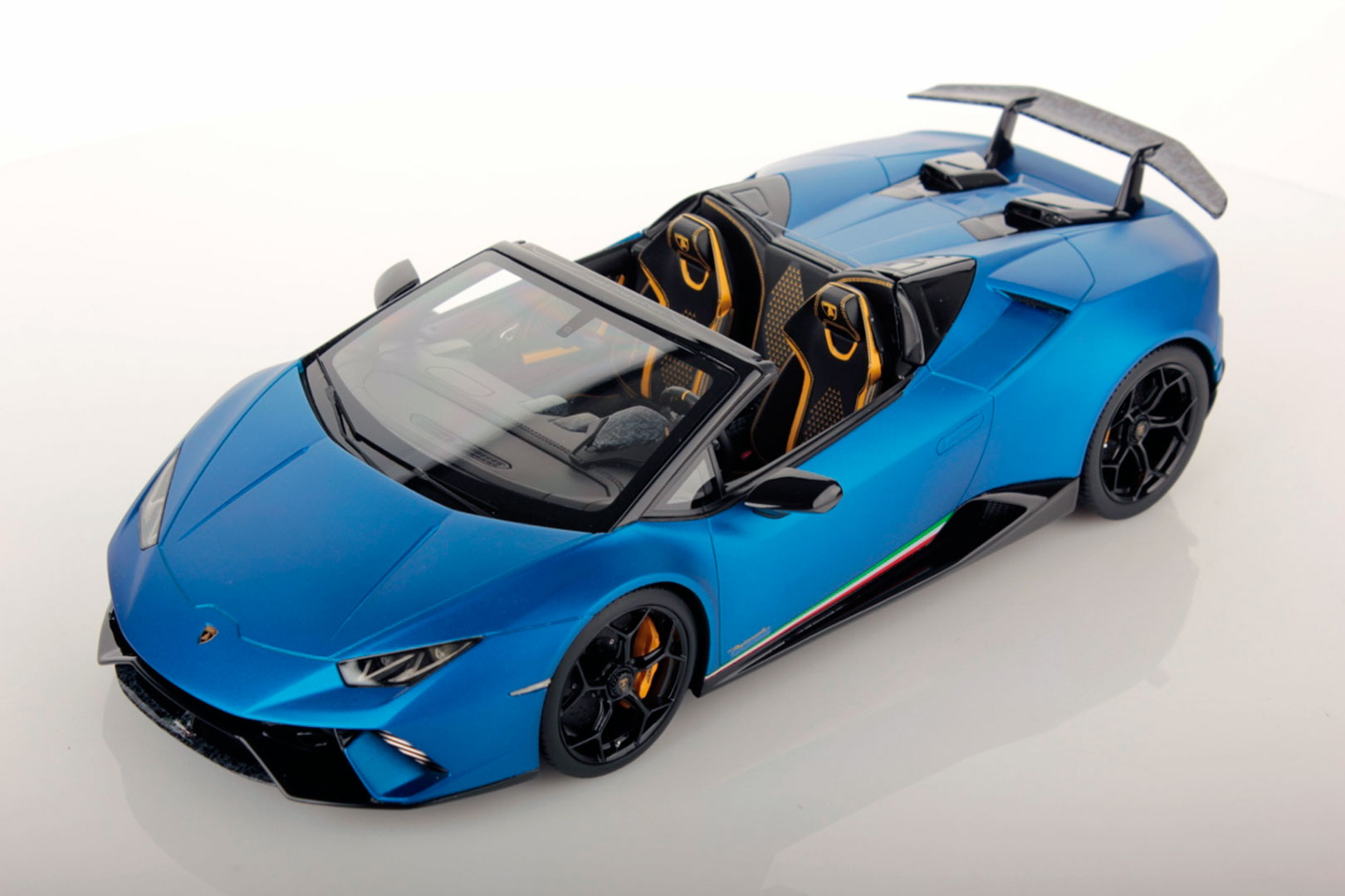Lamborghini Huracan Performante Spyder 1 18 Mr Collection Models