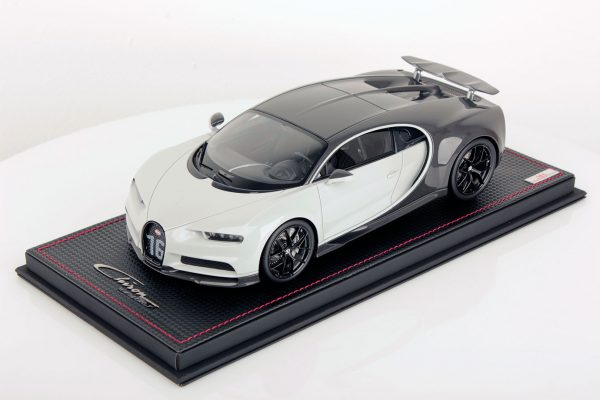 Bugatti Chiron Wing Up 1:18