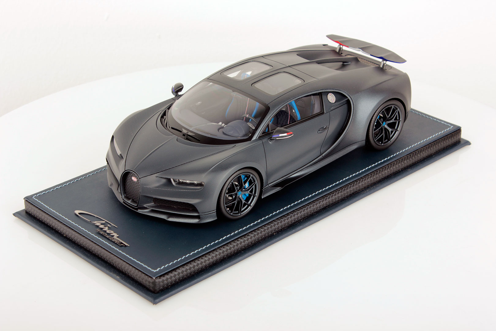 Bugatti Chiron 110 Ans Wing Up 1 18 Mr Collection Models